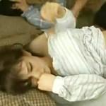 【寝取り動画】可愛すぎる若妻を寝取るのに異常な興奮をする義弟…寝てる兄の横でレイプ!!