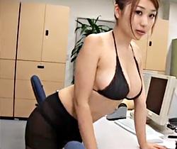 西田麻衣_OL_グラビア動画02