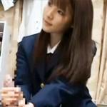 【JK動画】可愛いと思っていた親友の女子校生の妹が…性に目覚めて股間触ってきたwww