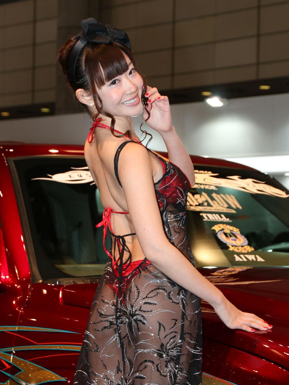 【画像】東京オートサロンのキャンギャルが刺激的すぎワロタw