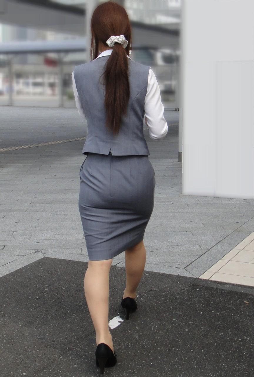 尻ライン丸出しのプリケツ女を背後から街撮り盗撮した結果www