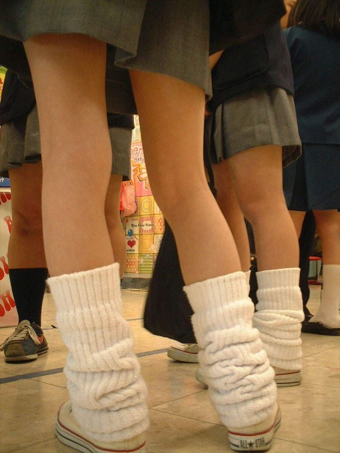 JKのスカート短すぎるってレベルじゃねーぞ!常に丸出しで歩いてんの?