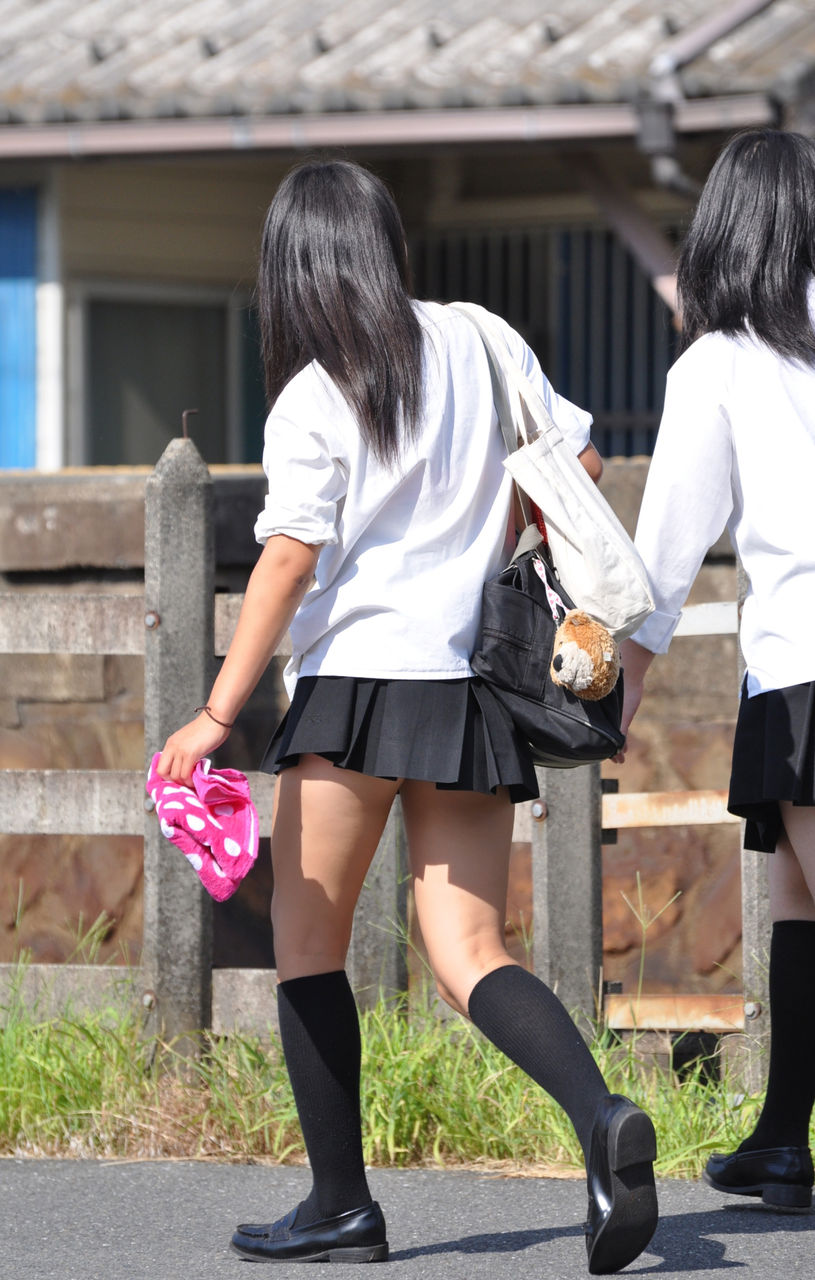 さすがにスカート短すぎだろwwwwwお洒落に敏感なJKのパンチラ画像!