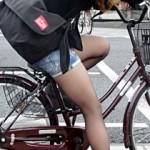 【素人街撮り画像】自転車乗って太ももムッチリ度がアップww黒パンスト履いた素人を盗撮www