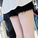 【ミニスカ街撮り画像】気温が20℃超えると素人の女の子達のスカートも上昇して太もも丸出しになる件ww