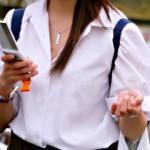 【透けブラJK画像】女子校生のうっすら透けたブラジャーを正面から街撮り盗撮www