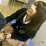 【北川瞳動画】学園一の巨乳ギャルビッチww放課後に男子生徒を誘い高速手コキで口内発射www