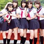 【JK乱交動画】温泉で仲居のアルバイトをしてた仲良し女子校生5人と10P大乱交www