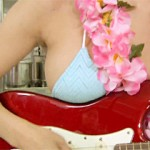 【高崎聖子画像】7月2日放送『ツボ娘』でギターにGカップ巨乳おっぱい乗せて熱唱www