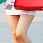 【街撮り画像】ミニタイトスカート履いた素人のボディラインがどう見てもビッチwww