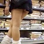 【xvideos盗撮動画】体型がクソ良い美脚過ぎる制服ギャルJKの食い込みパンチラを街撮りwww