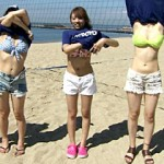 【テレビキャプ画像】7月31日放送『アゲぽよTV』で水着ギャルが巨乳揺らしてビーチバレーする神回w
