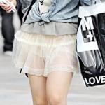 【素人街撮り画像】透け透けでパンツやブラジャーが丸見えな素人女子を盗撮…