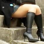 【太もも盗撮動画】見えそうで見えないムッチリ太ももがエロ過ぎるブーツギャルをズーム撮り盗撮ww