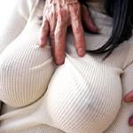 【吉永あかねAV動画】ニット素材の着衣巨乳でココまで揺れる柔らかオッパイ娘と着衣セックスww