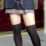 【風チラ盗撮動画】真冬でも生足太ももでミニスカートを履き続ける女子校生の街撮り盗撮
