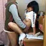 【小森ももAV動画】小生意気なJCに苛つき家庭教師が強姦…生中出ししたパイパンを携帯で接写ww