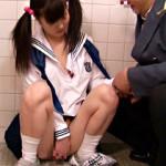 【便所レイプAV動画】トイレで絶倫鉄道員がJCの膨らみかけた小さいオッパイを吸って揉んでww
