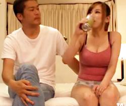 【北川エリカAV動画】酒の力は偉大ww泥酔してキス我慢出来ない巨乳人妻がAV男優を逆レイプww