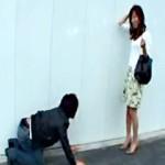 【澤村レイコAV動画】美魔女に歩道の真ん中で土下座ナンパww若い欲求不満ママに妊娠するレベルの中出しww