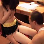 【あすかみみAV動画】勉強机で学業に専念するロリ可愛い娘に義父がレイプ…怯える娘に容赦無いww