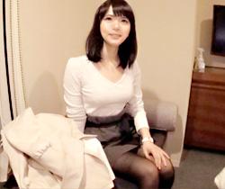 【ハメ撮りAV動画】海外のCATVで取材…と騙されてホテルに着いてきた小動物のような素人女性の着衣巨乳ww