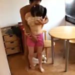 【近親相姦AV動画】寝てる母親の横で兄に生挿入される膨らみかけオッパイの妹…