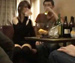 【泥酔レイプAV動画】スナックで酔いつぶれたギャル店員を客全員で中出し強姦したヤバイ映像…