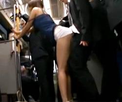 【立花さやAV動画】食い込みホットパンツにキャミソールの露出ギャルがバス内で逆レイプww