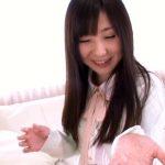 【鈴音りんAV動画】上京したばかりのロリカワ娘が恥ずかしながらもAVデビューで初脱ぎ!
